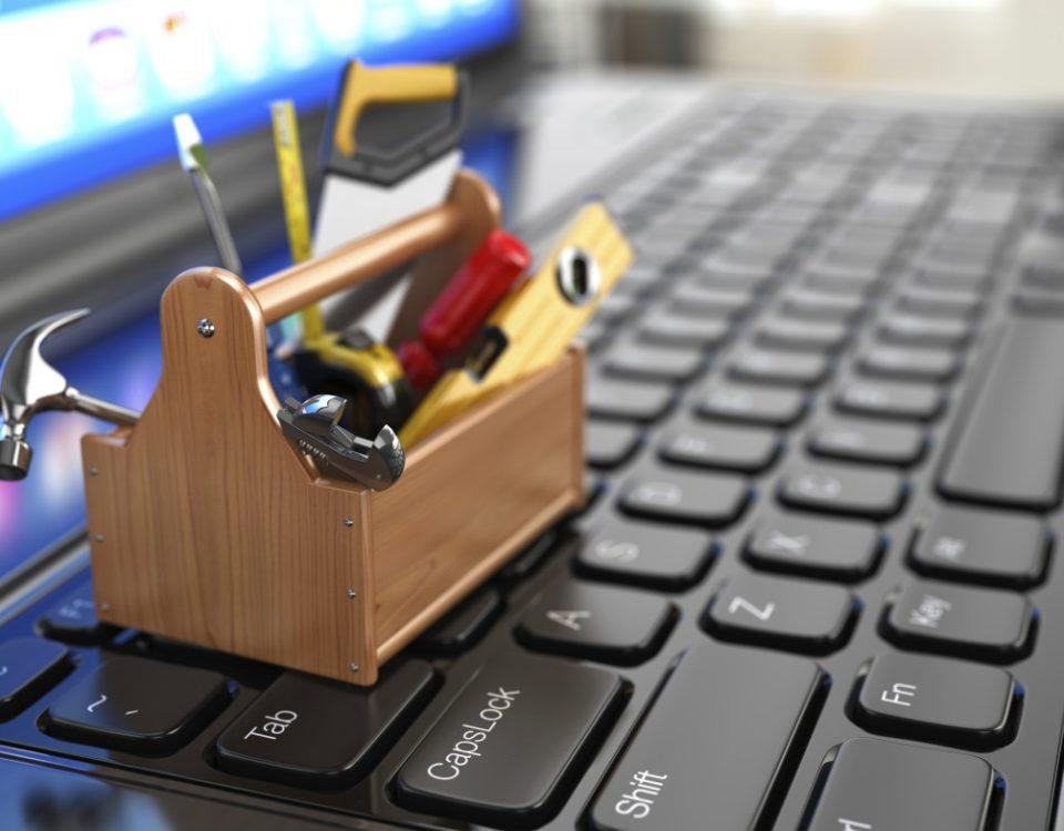 ноутбук и инструменты